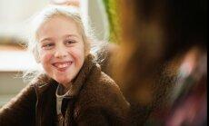 14 gadus vecā Ērika cer uz līdzcilvēku palīdzību atkārtotam delfīnterapijas kursam