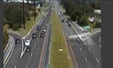 Video: Ņūdžersijā uz ceļa ar intensīvu satiksmi nosēžas lidmašīna