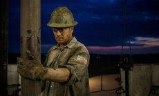 Apskats: Naftas cenas turpina kritumu