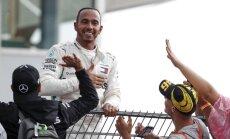Hamiltons uzvar Vācijas 'Grand Prix' posmā; mājinieks Fetels izstājas