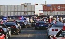 ASV vilciens ietriecies parādes platformā; četri cilvēki gājuši bojā