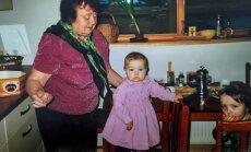 Vecmāmiņa pēc izsaukuma jeb Mājās sveša omīte