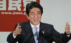 Pēc uzvaras vēlēšanās Japānas premjeram radusies iespēja īstenot konservatīvo politiku