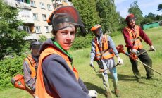 Ar NVA palīdzību vasaras darbu uzsākuši trīs tūkstoši skolēnu