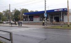 Trolejbusa taranētās 'Maxima' darbiniekus pārcels strādāt citos veikalos