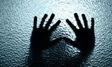 Vardarbībā pret bērniem apsūdzēto katoļu priesteri bīskaps atstādina no amata