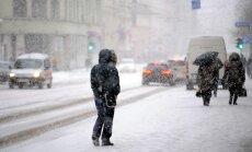 Stiprās snigšanas dēļ Rīgas reģionā notikuši 83 satiksmes negadījumi
