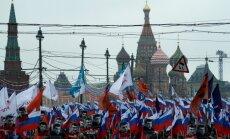 Desmitiem tūkstošu cilvēku Krievijā izgājuši ielās, pieminot Borisu Ņemcovu