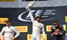 Hamiltons pēc uzvaras Ungārijā kļūst par F-1 kopvērtējuma līderi
