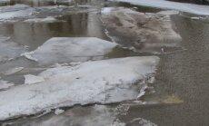 Lielupē paaugstinās ūdens līmenis; applūdušas palienes