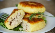 Draņiki, zrazi un guļbešņīki: 16 kartupeļu plācenīšu receptes ar kārdinošiem pildījumiem