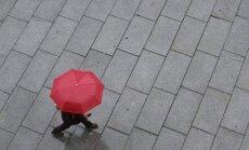 Trešdien daudzviet īslaicīgi līs; austrumos iespējams slapjš sniegs