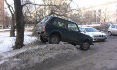 Pagalmu stāvvietu cīņas – Rīgā domā par 1000 'kabatām'