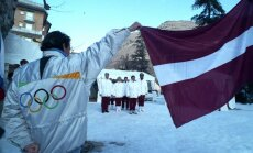 Foto: Latvijas sportisti pirmajās pēc valsts neatkarības atgūšanas olimpiskajās spēlēs Albervilā