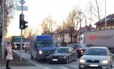 Foto: Aizkraukles ielā divās avārijās iesaistīti četri auto