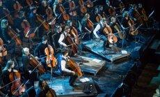 Foto: 'Melo-M mega orķestris' 50 čellistu sastāvā 'spridzina' Vecgada lielkoncertos