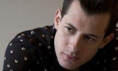 Eliju Goldingu 'Positivus' festivālā aizvietos Marks Ronsons