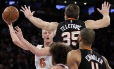 Porziņģis atgriežas ar 7+7; 'Knicks' sagrauj 'Suns' un pārtrauc četru zaudējumu sēriju