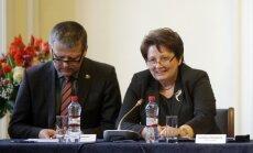 Straujuma un Belēvičs vienojas: ministrs ar farmācijas jomu nenodarbosies