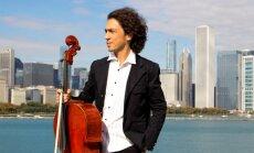 Rotko centrā bezmaksas koncertā muzicēs čella virtuozs Ians Maksins
