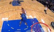 Video: Atklāta dūru vicināšana NBA spēlē
