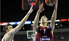 Latvijas U-18 basketbola izlase tikai mača izskaņā salauž Polijas pretestību
