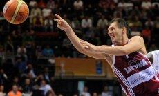 Latvijas vīriešu basketbola izlase dramatiskā mačā piekāpjas Slovēnijai
