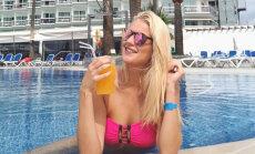 Foto: Latvijas seksīgākās sporta žurnālistes saulainā atpūta Spānijā