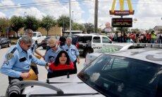 Foto: Ātrās ēdināšanas nozares darbinieki ASV pieprasa augstākas algas