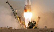 Foto: kosmonauts un astronauts dodas uz SKS
