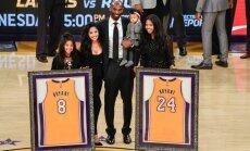 Foto: 'Lakers' iemūžina Kobes Braienta spelētāja numurus