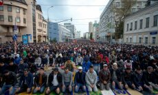 Foto: Maskavā 180 000 musulmaņu svin Upurēšanas svētkus