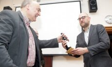 Foto: Gada vēsturnieka balvu iegūst LNB vadošais pētnieks Gustavs Strenga