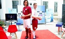Foto: Prezentēts Latvijas nacionālās futbola izlases jaunais ekipējums
