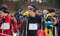 Foto: Madonas tautas slēpojums pulcē teju 300 dalībniekus, arī biatlona veterānu Brici
