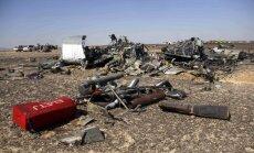 Krievijas aviokompānija: lidmašīnai sadalīties gaisā tehnisku ķibeļu dēļ ir 'neiespējami'