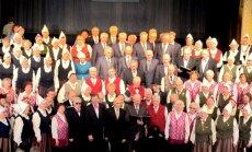 Valkā J.Cimzes 200 gadu jubileju atzīmē ar diženu dziedāšanu (foto)