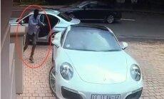 Video: 'Porsche' īpašnieka zibenīgā reakcija paglābj viņu no bruņotas laupīšanas Āfrikā