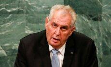 Čehijas prezidents grib atlaist ministru par tikšanos ar Dalailamu