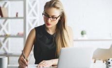 Pētījums: 96% darba devēju gatavi nodarbināt jaunos vecākus; atbalstu sniedz tikai daži