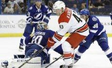 Gudļevskis NHL pārbaudes spēlē atvaira 21 metienu; Rihardam Bukartam rezultatīva piespēle