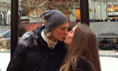 Foto: Hokejista Rodrigo Ābola un viņa līgavas skaistā mīlestība