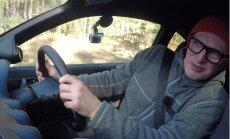 'Zebra': kā Timrots izmēģināja auto ar stūri labajā pusē un viņam kļuva bail
