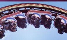 В парке развлечений с высоты упала кабинка американских горок с пассажирами