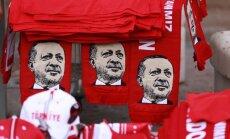 Turcija pirms referenduma spēlē upura lomu, vērtē Vācijas ministrs