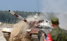 Foto: Ar Krievijas triumfu noslēdzies iespaidīgais tanku biatlons