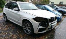 Foto: Rīgā BMW lukturi izgriezti ar lodlampu