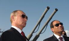 Putins tiekas ar Ēģiptes Sisi un sola ātras bruņojuma piegādes