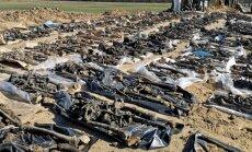 ФОТО: Возле дороги под Салдусом нашли останки 145 советских солдат