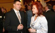 'Vienotības' biedri Dombrovskim aiz muguras sprieduši par demisiju, noskaidrojis žurnāls